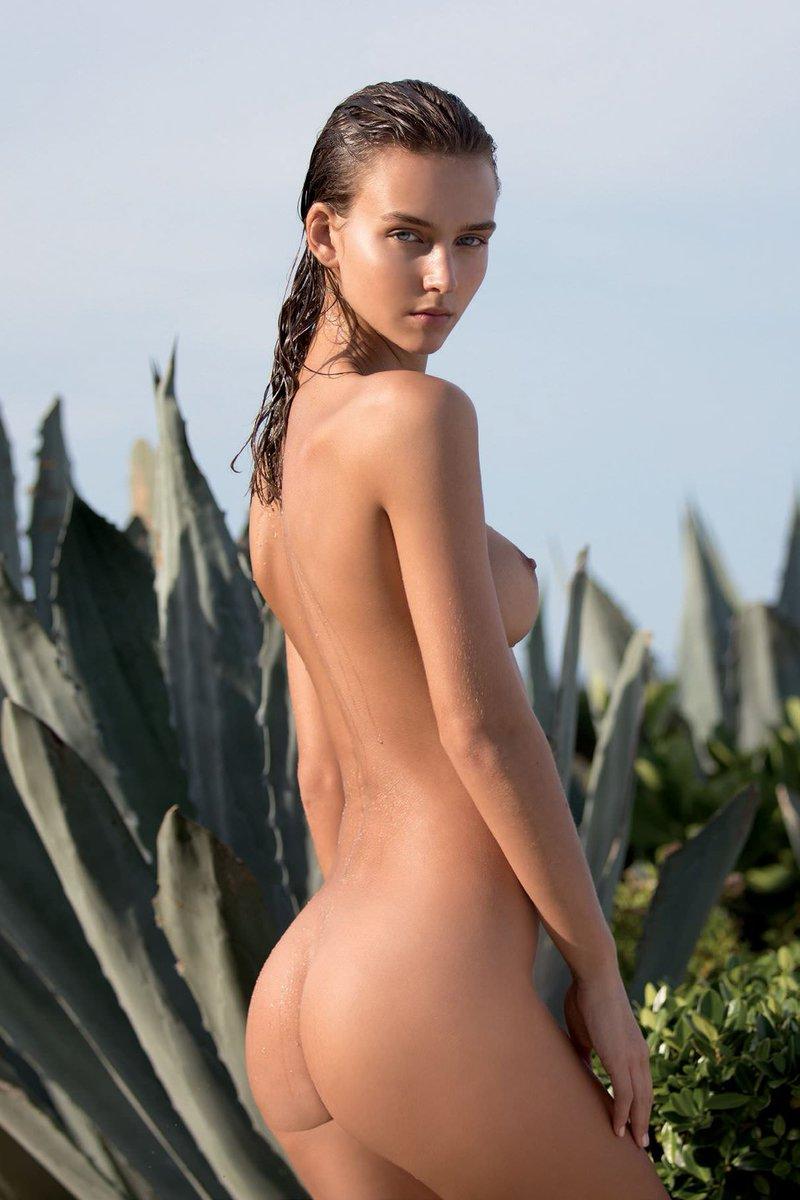 Rachael Leigh Cook Nude Photos