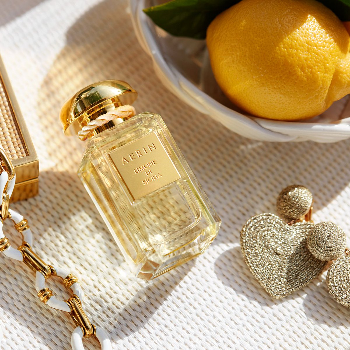 Walk in the lemon groves of Sicily with @AERIN Limone Di Sicilia - NEW citrus floral blend. #AERINBeauty #fragrance #citrusfragrance bit.ly/2yK36Qn