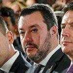 Image for the Tweet beginning: #crisidigoverno diventa topic trend: tweet