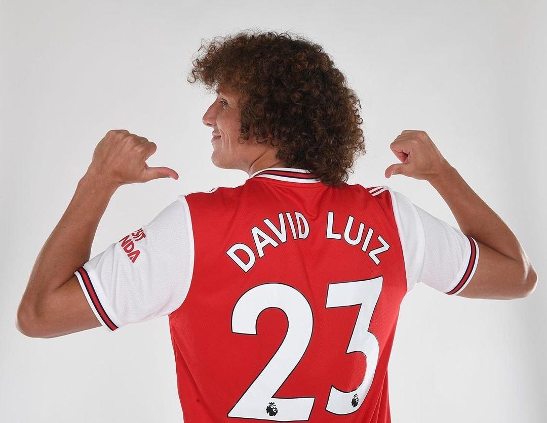 RASMI: DAVID LUIZ ASAJILIWA ARSENAL AKITOKEA CHELSEA - Mchezaji wa Kimataifa wa Brazil, David Luiz (32) amesajiliwa kwa ada ya Paundi Milioni 8 na amesaini kandarasi ya miaka miwili kuitumikia Arsenal -  #tetemachallenge #photooftheday #tetema #machedascofield #tanzaniapic.twitter.com/N5K91DWOYD