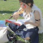 山に帰る気がない?「もののけ姫」のサンが普通に宅配ピザを食べタブレットをいじる!