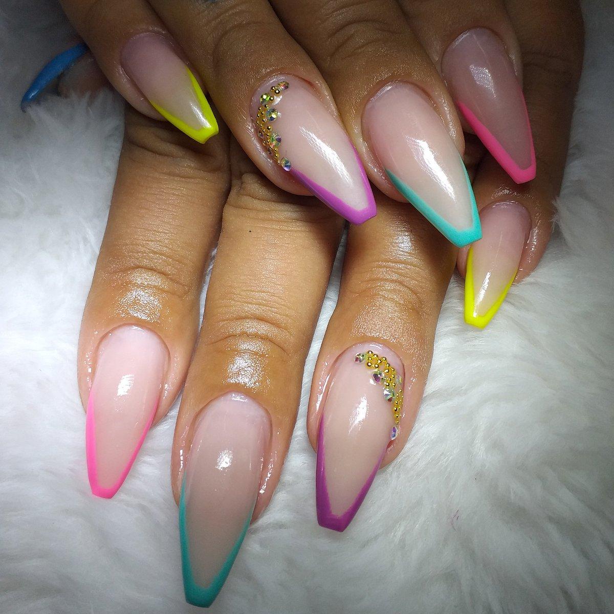 E essa nova tendência??? Tô apaixonadaaaaa   #nailsdesign  #nailstyle #encapsuladas #encapsuladasnailspic.twitter.com/bh22U5yIuk