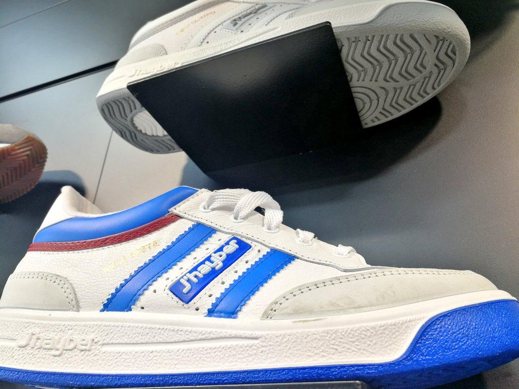 El Calzador on Twitter: Las zapatillas misteriosas de