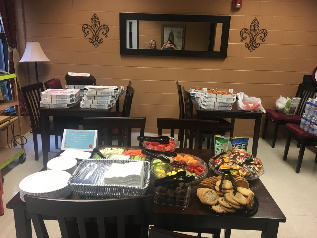 Thank you Second Baptist North's Challenge Class for providing DWE with pizza and snacks last night before our Dolphin Debut!  @HumbleISD_DWE #DWE2020 <br>http://pic.twitter.com/g89Y0CD9W7