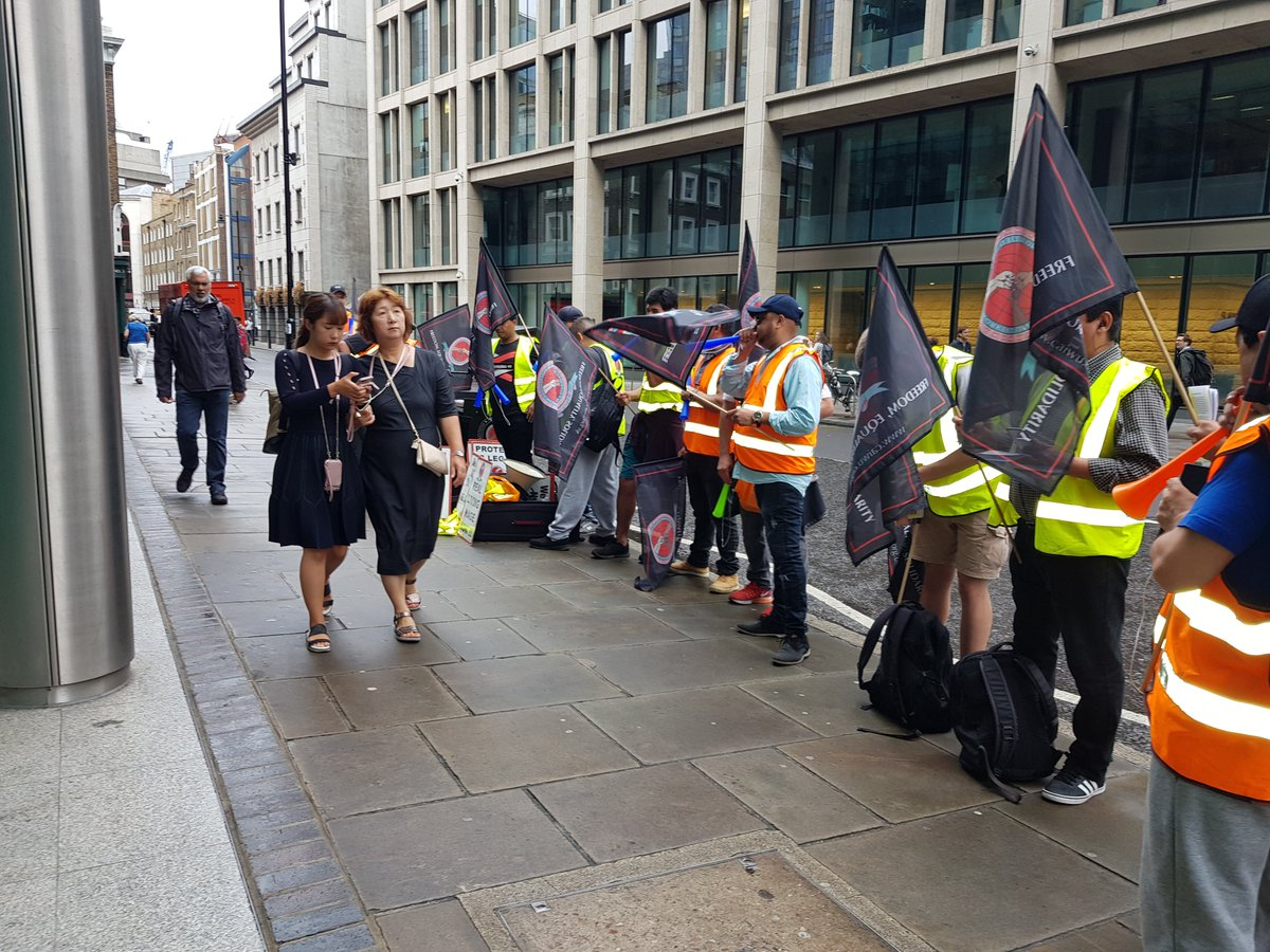 It was great to speak to staff at @WeWork and @AGinsight about cleaners working conditions at our protests on Friday, thanks for your interest :) As well as talking about it at work, you can donate here: paypal.com/donate/?token=… to support us to fund more protests, when needed.