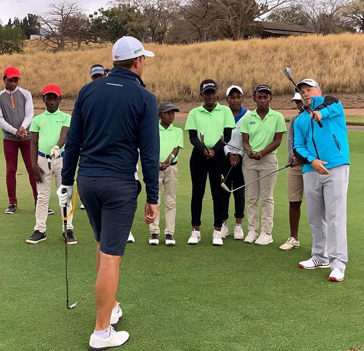 I've been fortunate to interact with both @veenies and @BezChristiaan and know just how much young golfers can learn from these two amazing beings and just hope they will continue to give of the little time available in their schedule ⛳️......🏌🏾‍♂️