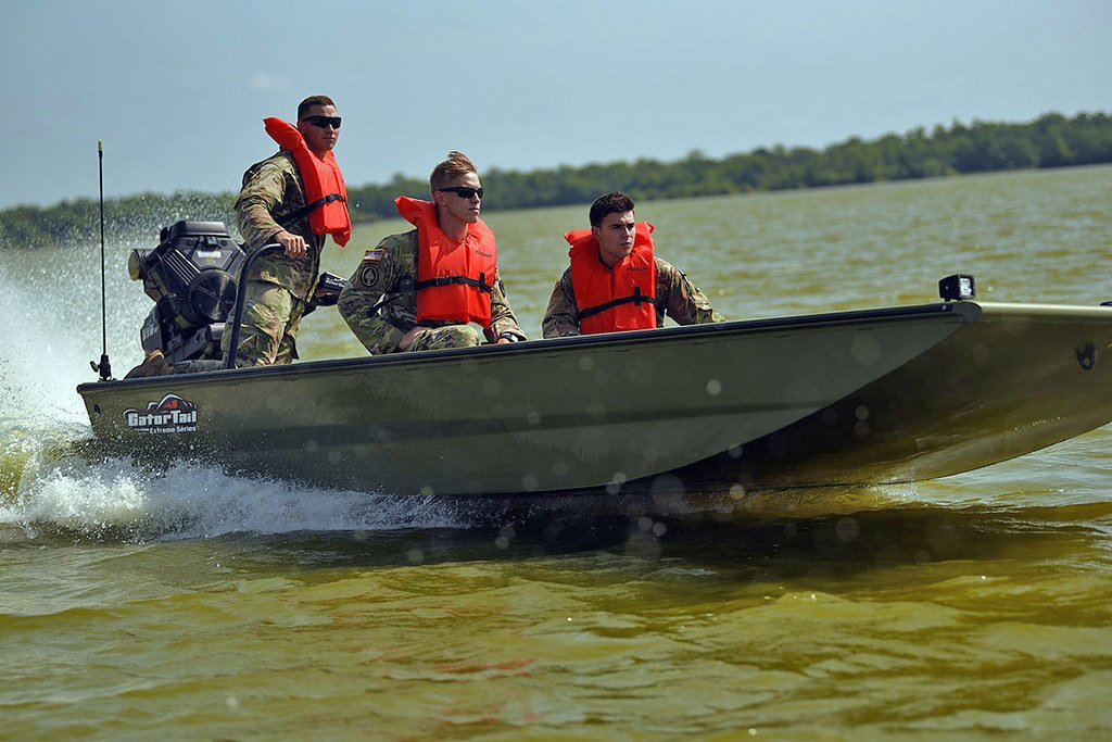 3,000 troops from @LANationalGuard answered the call as Tropical Storm Barry threatened their #community last month. Soldiers assisted with levee operations, evacuations and moving water and commodities where they were needed. #AlwaysReadyAlwaysThere<br>http://pic.twitter.com/t7skxA25wQ