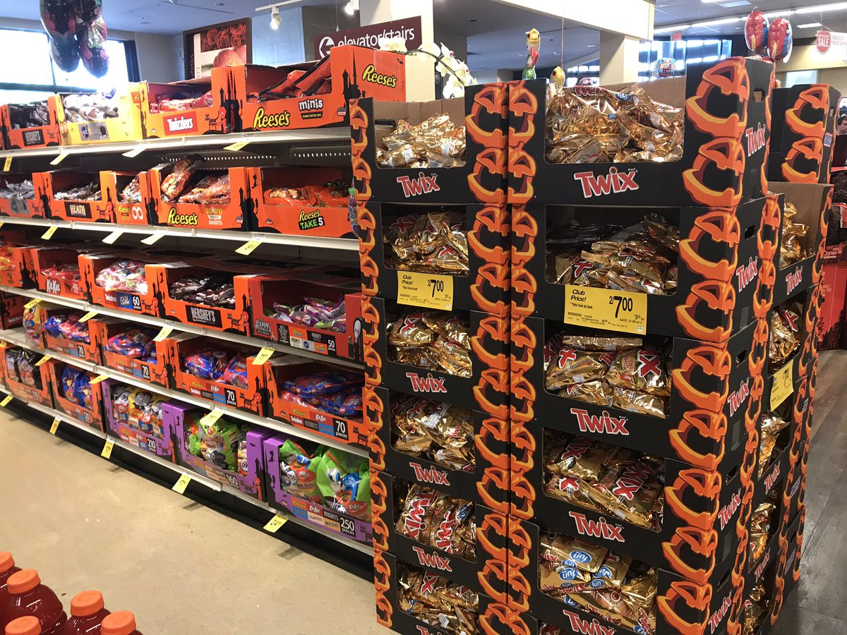 Safeway Halloween Decorations.Alex Seitz Wald On Twitter By Order Of Safeway Halloween Season Is Apparently Open