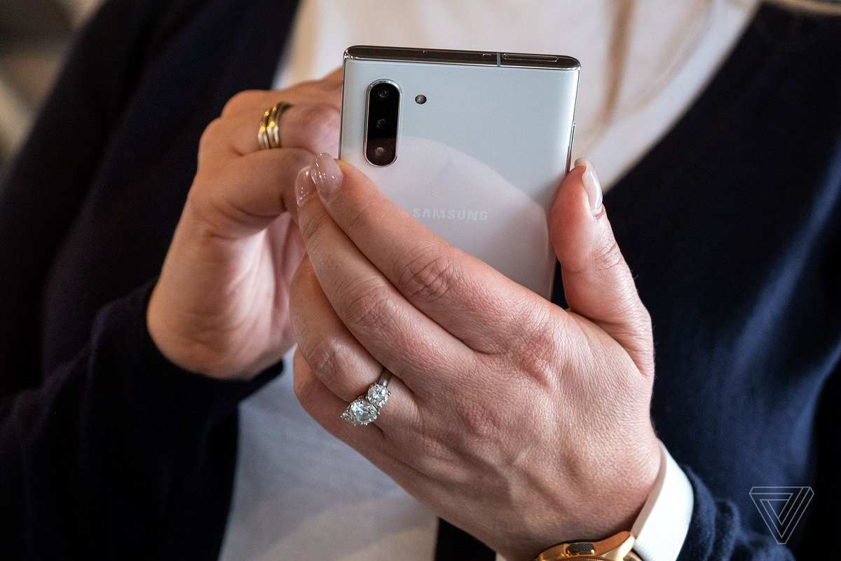 No, the Galaxy Note 10 doesn't have a stainless steel frame