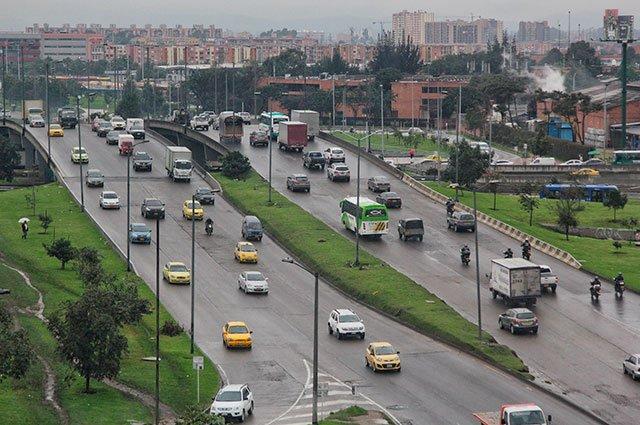 Bienvenidos a la #PrimeraEdición de @noticiascaracolRecuerde que el pico y placa para este miércoles en Bogotá es:🚘Particulares: pares / 0-2-4-6-8🚖Taxis 9-0🚌Transporte público 7-8♻️Ambiental 4Más detalles >>> http://buff.ly/2S6LKX2