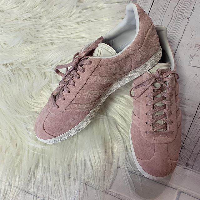 #happytoes #casualandcute  Adidas sneakers $16 size 8.5 111-3733  To purchase give us a call at 610-455-1500, send us a DM of this post with your PayPal email or stop in store before 9pm  Have designer goodies that you'd like to sell? We offer prem… https://ift.tt/2yL7uyPpic.twitter.com/D655tDPeKv