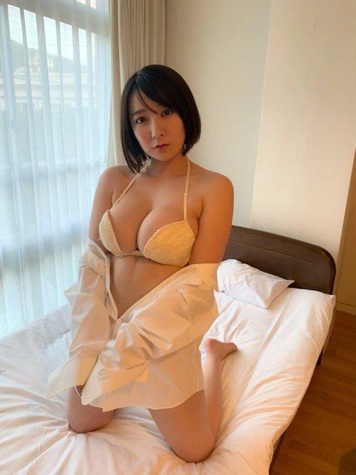 グラビアアイドル紺野栞のTwitter自撮りエロ画像21