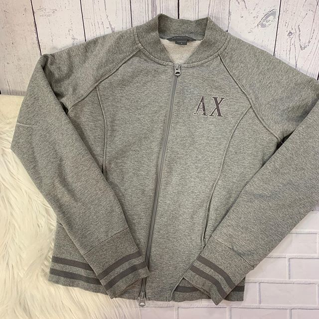 #athleisure #casualandcute  AX sweatshirt size M $20  To purchase give us a call at 610-455-1500, send us a DM of this post with your PayPal email or stop in store before 9pm  Have designer goodies that you'd like to sell? We offer premium payouts … https://ift.tt/2H0qduFpic.twitter.com/IJiAWzc4xf