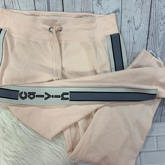 #athleisure #casualandcute  Calvin Klein's sweats size L $13  To purchase give us a call at 610-455-1500, send us a DM of this post with your PayPal email or stop in store before 9pm  Have designer goodies that you'd like to sell? We offer premium … https://ift.tt/2YWvt8Apic.twitter.com/gbQsz8Yf5j