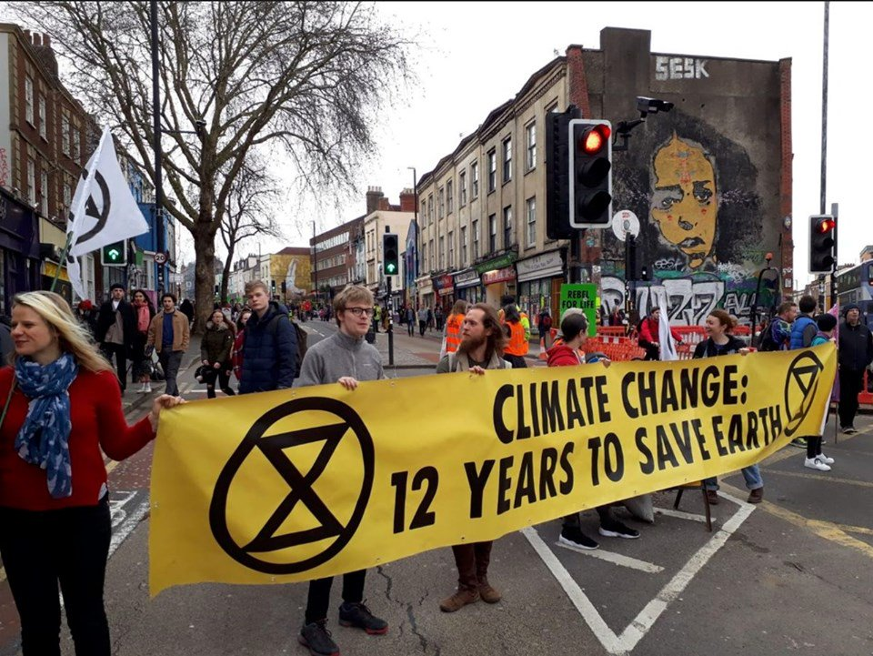 Join @xr_kensington at 11 AM this morning at John Lewis in Sloane Square to swarm on the Kings Road: facebook.com/events/8792603… @LdnRebellion