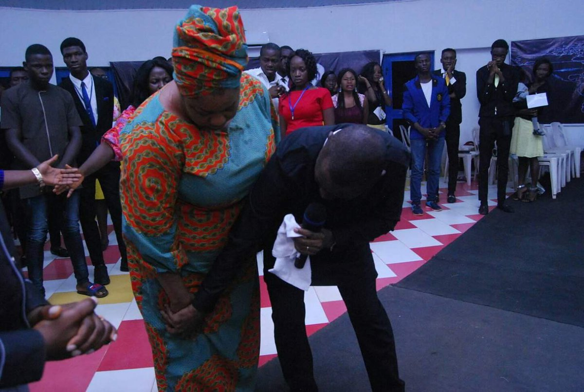 BIG4: THE BLESSING SUMMIT  DAY 2: MORNING SESSION #Big_4  #The_Blessing   TESTIMONIES And they overcame by the blood of the Lamb and by the word of their testimonies...- Revelations 12:11.  A. She is healed instantly after 3 years of Knee Pains.