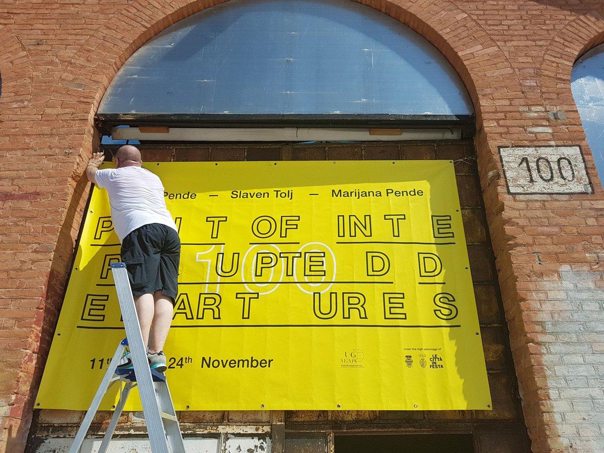 Se ami quelli che fai, lavori a testa bassa anche sotto la canicola di #agosto. [Grazie a @giorgiamanfreo per il design] #curatore #curator #ArteContemporanea #ContemporaryArtCurator #PointOfInterruptedDepartures #Tesa100 #Venezia