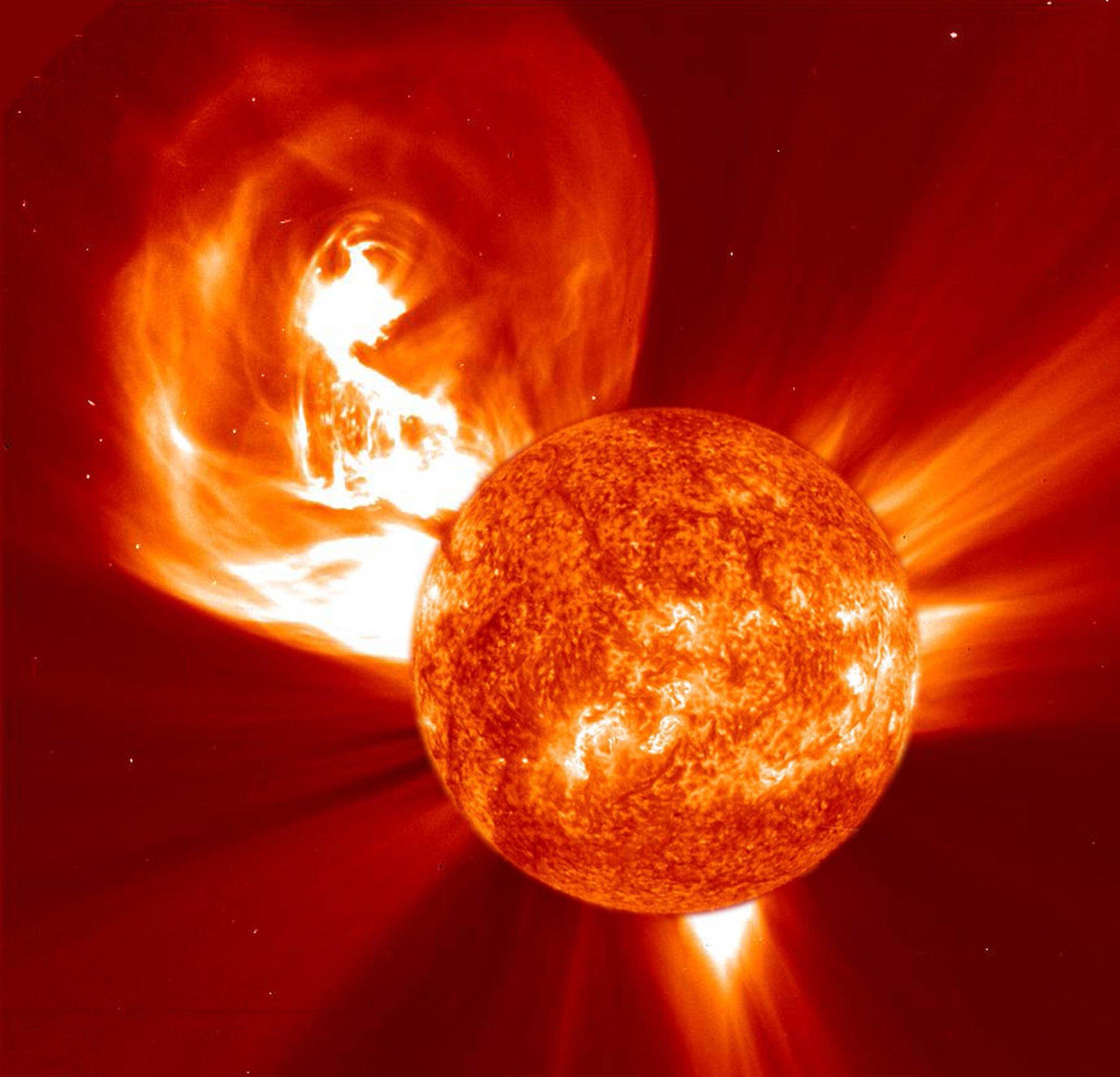 recent solar flare - HD1600×1539