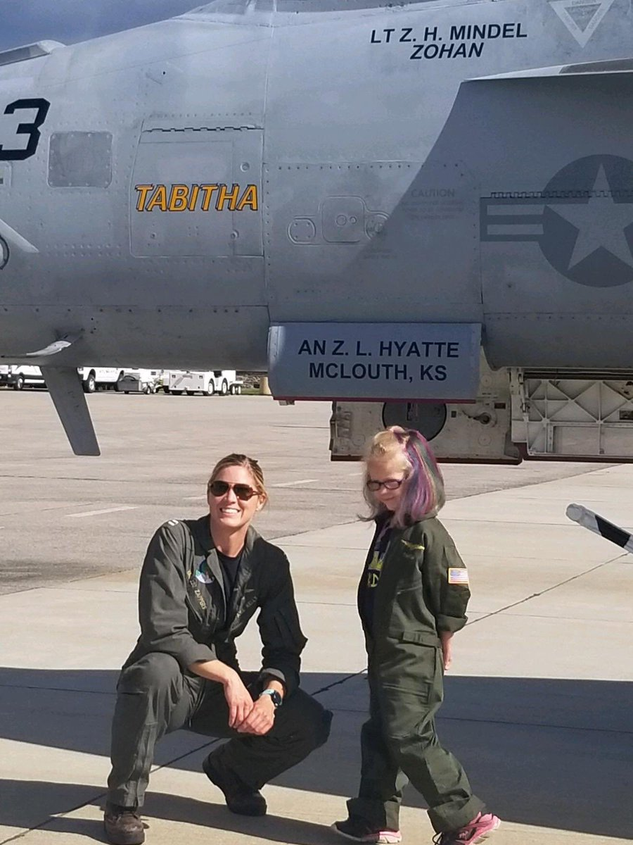 As 7-year old honorary Navy enlistee Tabitha Nye battles brain cancer, she received some support today from her shipmates from VAQ-130, who dropped in for some moral support. #Tabitha #FlyNavy https://t.co/3pjl4cW0ls