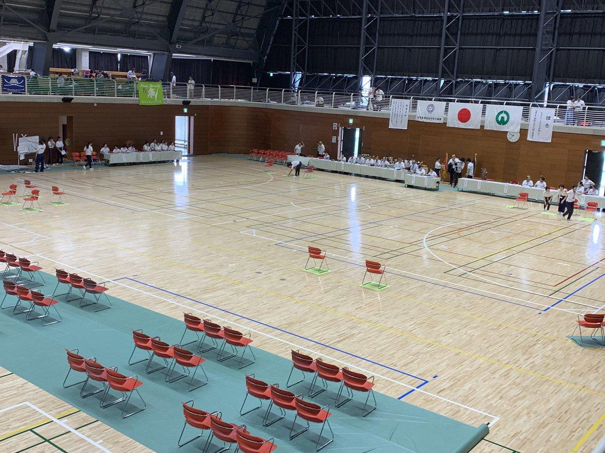 本日、全日本学生なぎなた選手権大会です!私たちは団体戦、および公開競技の個人戦に出場します。応援ほどよろしくお願いします🤲 中継も行なっています!是非ご覧ください!→https://t.co/HrAk5o9WNv https://t.co/eunTUaS7iT