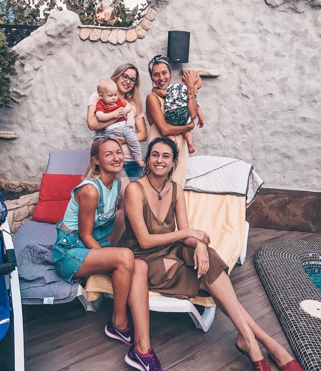 Регина Тодоренко с подругами в Одессе