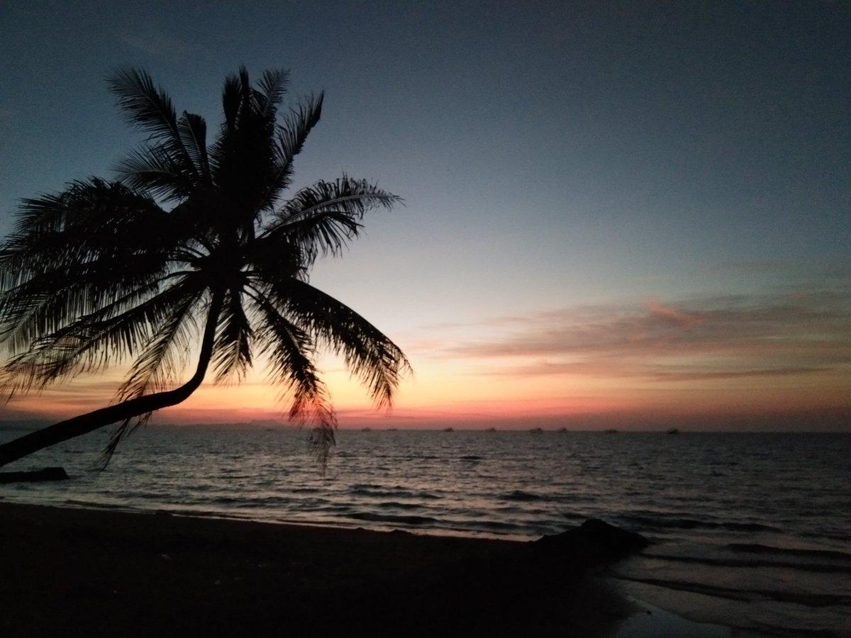 Beautiful sunset at Sajulga's Beach Resort at Butuan City, Philippines. #Philippines 📸 Chin2x