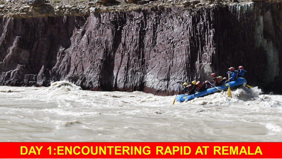 "On11 Aug, 20 brave hearts from ""Yudhe Nipunam"" Regt of Cockerel Div lowered rafts into the bone chilling waters of river Zanskar at  start pt, Remala. Team led by Capt KG Easwaran encountered Grade II & III rapids from Phe to Tarkund on the way to Padum. @SpokespersonMoD @adgpi https://t.co/sx2t0ZhcEp"