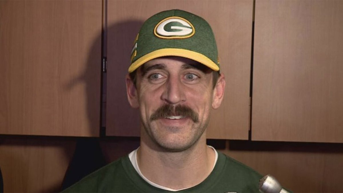 Matt Schneidman On Twitter Aaron Rodgers Has Shaved His Beard And Kept The Mustache He S Back To This Look At Practice This Morning