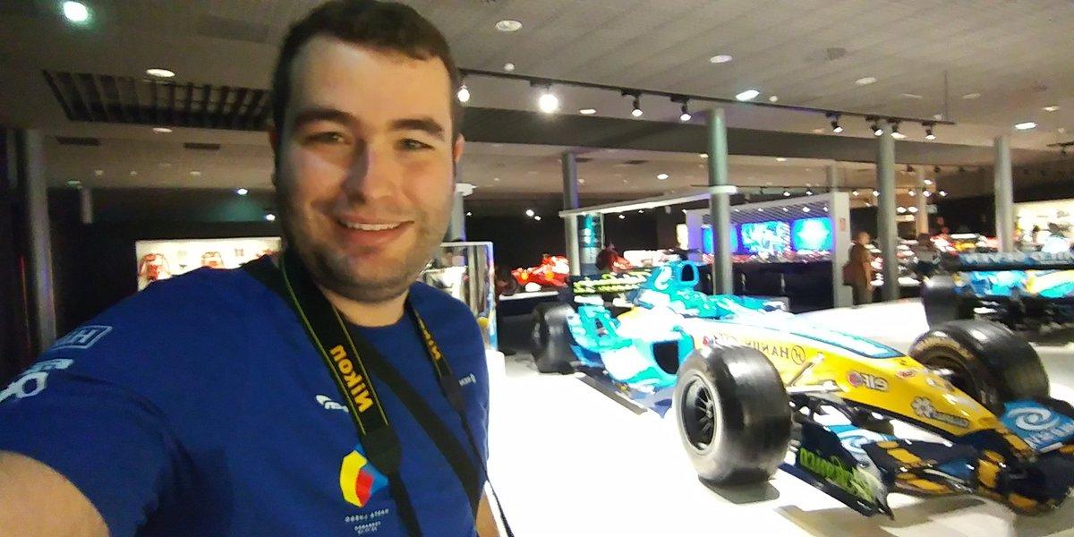 Increíble experiencia visitando el @CircuitoMuseoFA. Piezas históricas de una leyenda viva. Gracias @alo_oficial por haberme enganchado a la F1!!