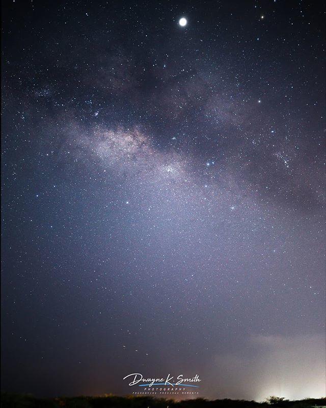 A view of the galactic center. . . . . .  #landscapephotography #landscapelover #landscape #astro #astrophotography #astrojamaica #dksmithphotoz #dwayneksmithphotography #galacticcore #milkywaychaser #milkywaypics #milkyway #stargazing https://t.co/odQcsn9zB9 https://t.co/2VW0k2MfYM