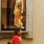 Image for the Tweet beginning: Moda: morta Giovanna Borbonese, erede