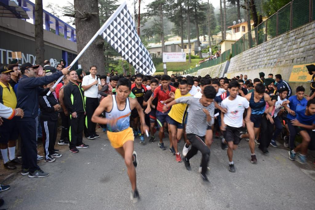 Fitness First  #Motivated men, women, children and veterans participated in #MiniMarathon organised at #Almora by #GarudDivision of #SuryaCommand as part of #IndependenceDay celebrations. #Fitness  #HealthyNation   #IndianArmy https://t.co/B6KFlV5mO8