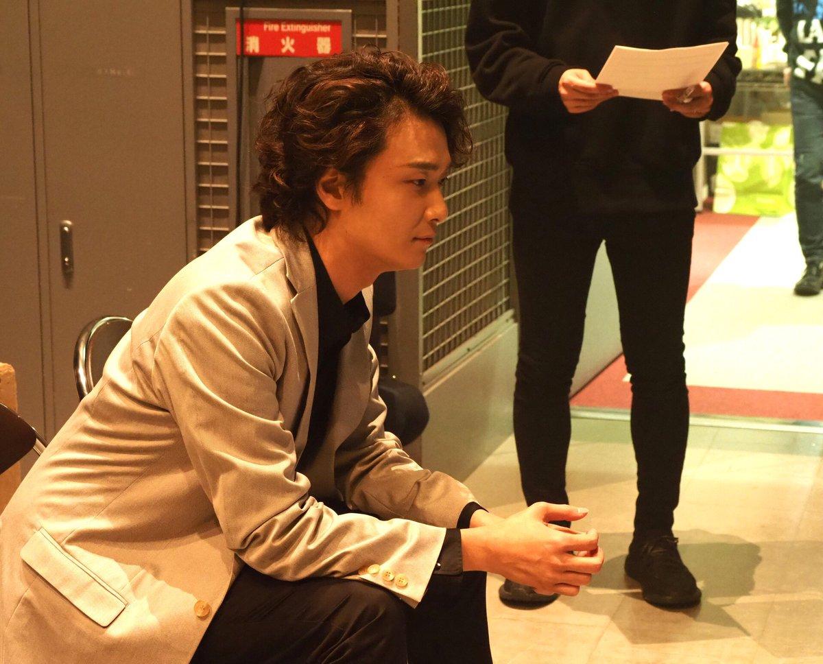 グリブラ オフショット井上芳雄 さんの真剣な眼差しのモニターチェック&記念写真 涼やかな佇まいに メ