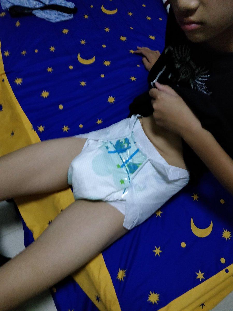 一起去看電影吧~😉 #ABDL #abdlboy #adultbaby #babytsutom  #おむつ大好き #おねしょっ子 #ABU #BareBum #diaperfetish #diaperedlife #bedwetter #diaperchange #おねしよ https://t.co/3vEkl5z2v8