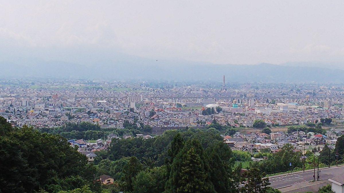 実家の墓掃除終了 両親の暮らした福島市が一望に見えるところに お墓があります 家族をお守り下さいと 祈ってきました