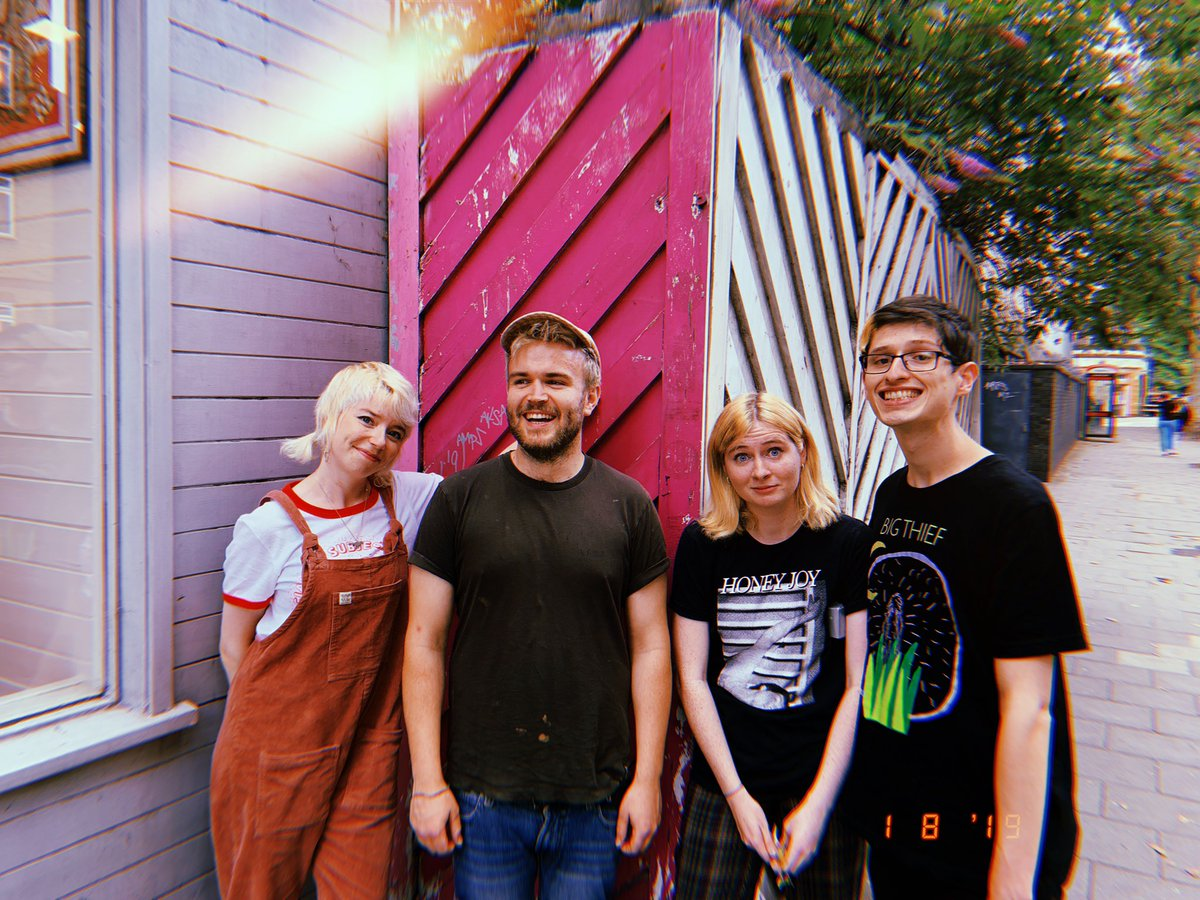 👋🏻 Hi! This super cute @MEREXEREM full band dream team will be playing a London gig at @diyspace4london on 23rd Aug and at the @specialistsub alldayer in Bristol on 24th Aug. Both with @onsind plus more! 💕