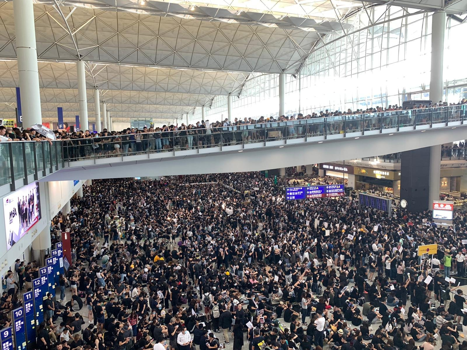 Hong Kong Airport Shut down