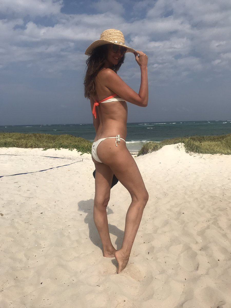 White Sand Wilde Hair and a Hat 🐚 Mi Mi Naskiaraha Hakuna Matata 😎 Garoda Beach Kenia https://t.co/zY5mLXH51A
