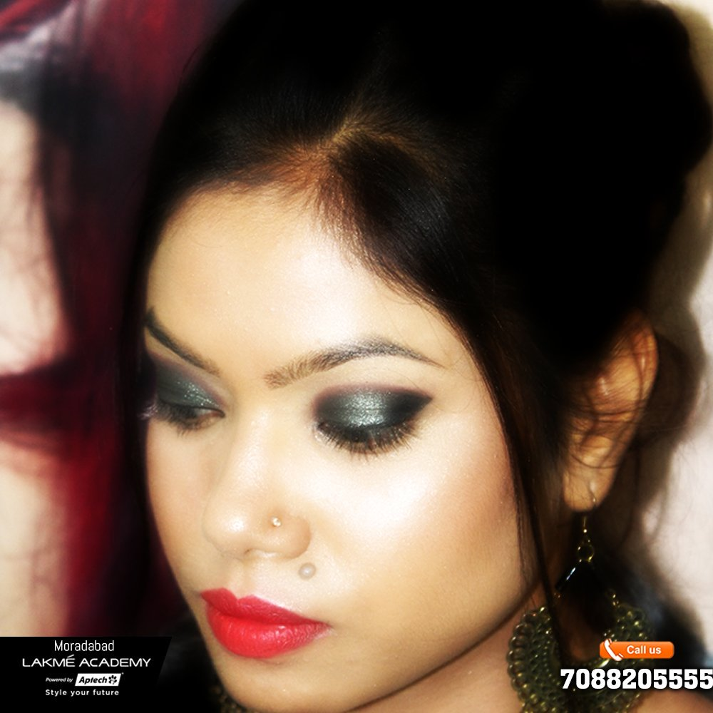 makeupshades hashtag on Twitter
