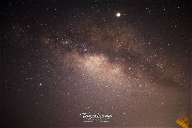 What a beauty that most of us can't appreciate because of all the light pollution. . . . . .  #landscapephotography #landscapelover #landscape #astro #astrophotography #astrojamaica #dksmithphotoz #dwayneksmithphotography #galacticcore #milkywaychaser #m… https://t.co/igKCJmq2Ki https://t.co/9bP70PI6MY