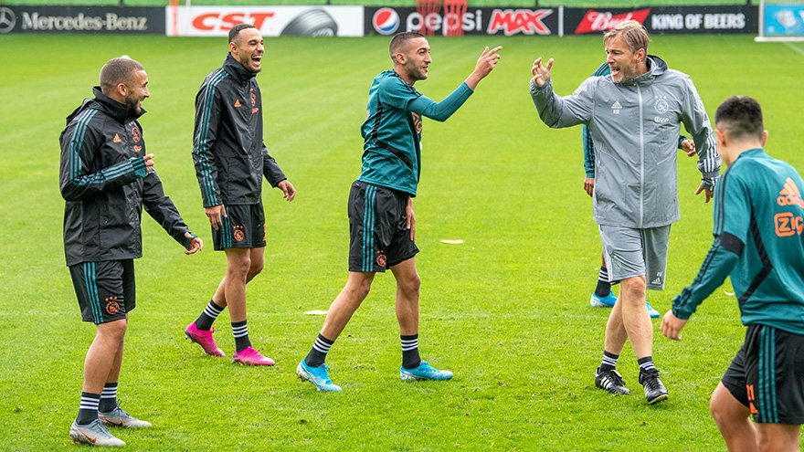 RT @AFCAjax: Getting ready... 🤩  #UCL #ajapao https://t.co/E2L5NCGbEz