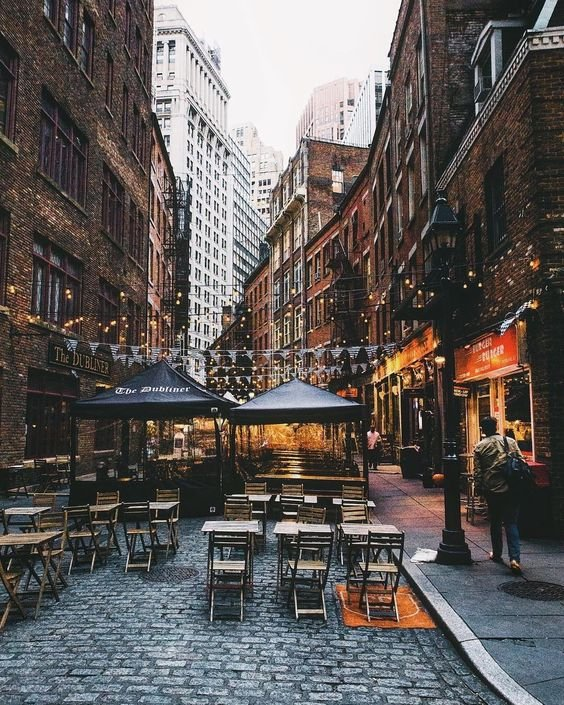 Nights in New York are the best.  Who are you taking out for a drink? Get uVibe and find the best gems around. https://buff.ly/2W9KUdA  #mendeleev #speakeasy #cocktail #moscow #music #cocktails #bartender #weekend #party #moscowbar #bartenderschoice #tanquerayginpic.twitter.com/HNDX9noTOo