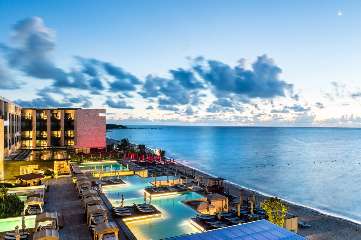Every sunset amplifies the beauty of our sleek design and wonderful Playa del Carmen views. #GoGrand https://t.co/B7uKrBcbEU