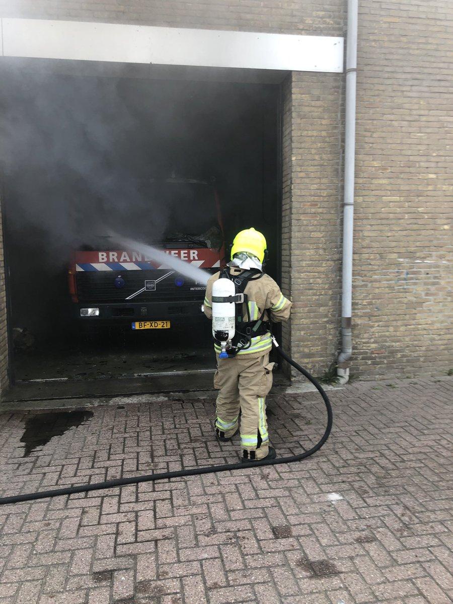 Vanmorgen is onze auto getroffen door een brand. Wij zijn gelukkig allen ongedeerd gebleven. We hebben zelf de brand kunnen blussen met de auto van de vrijwilligers. https://t.co/6Fq5iEbbXy