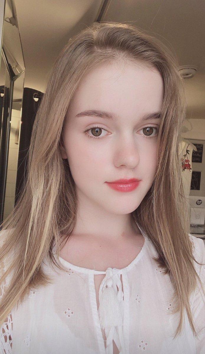 uhsnpics - UHSN 유학소녀 Twitter Profile | Twitock