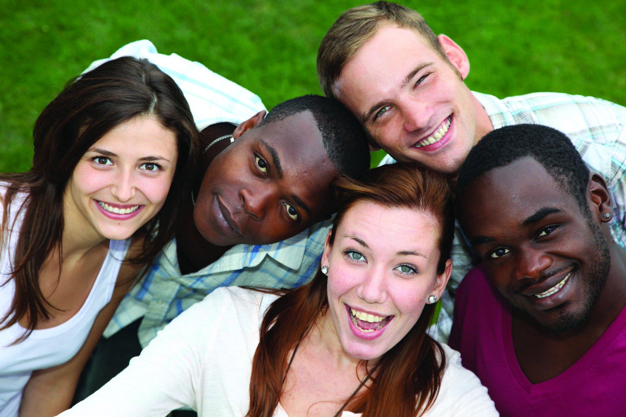 потру живот фото молодых людей разной национальности для разжигания