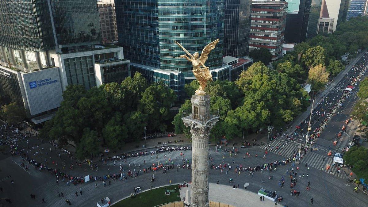 🙌 El Ángel de la Independencia es testigo del paso de las y los maratonistas por Av. Paseo de la Reforma. 🏃🏻♀️🏃🏻♂️#MaratónCDMX2019 🇲🇽