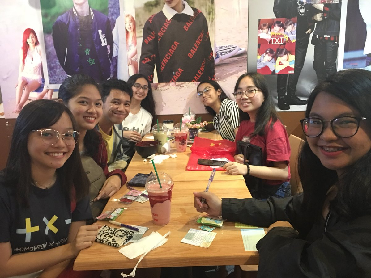 #TXTIsOurPolaris Event☆ it's actually my first time to attend an event like this, i was nervous but thanks to everyone i had so much fun (@jjigyuz panakaw picture hehe)<br>http://pic.twitter.com/mPP0ZkpxPu
