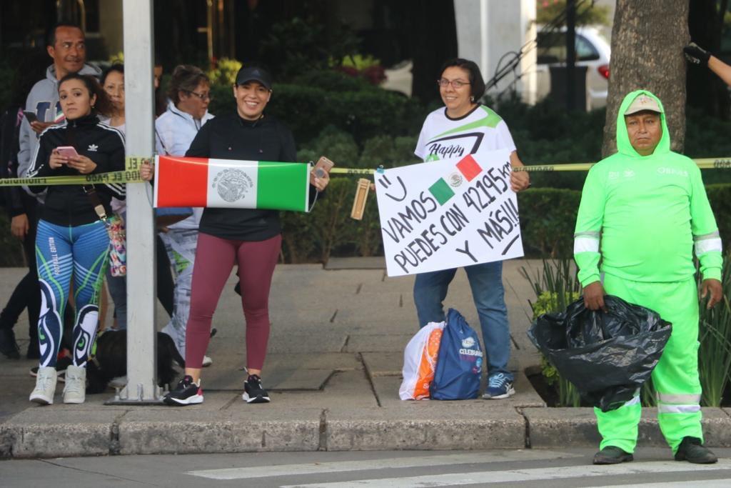 👏👏Las muestras de apoyo no pueden faltar. Así se vive el #MaratónCDMX2019. 🙌