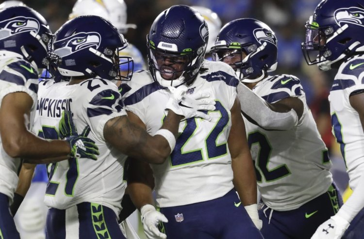 """The #Seahawks 3rd preseason game produced another encouraging performance from the 1st-team O-line. They were so good that every RB had success — even C.J. Prosise.   """"It's been a long time coming."""" https://t.co/N6Oq2DSDtH https://t.co/rK9OGRb2zm"""